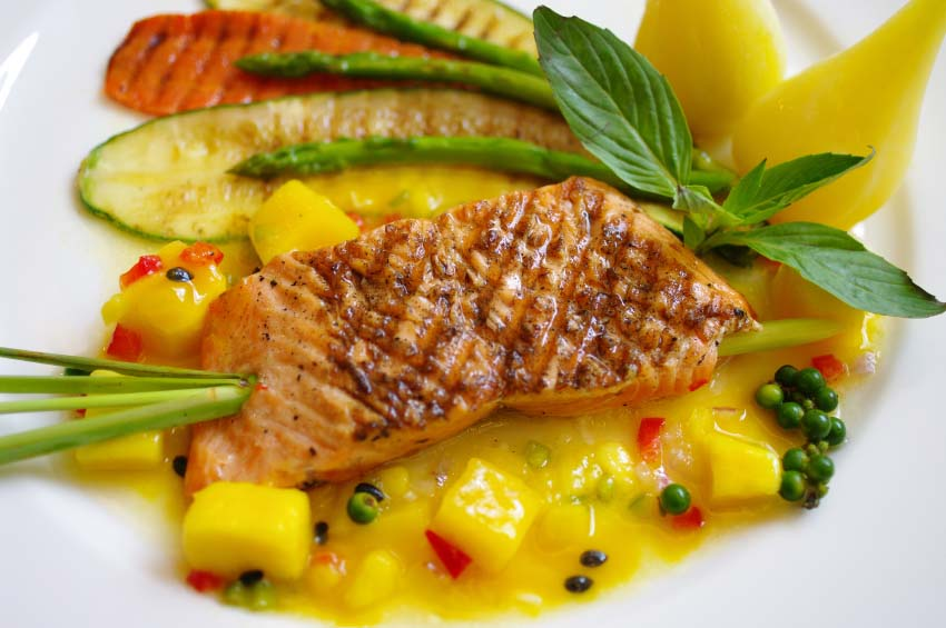 Grilled Salmon on Mango Salsa with Fresh Veggies