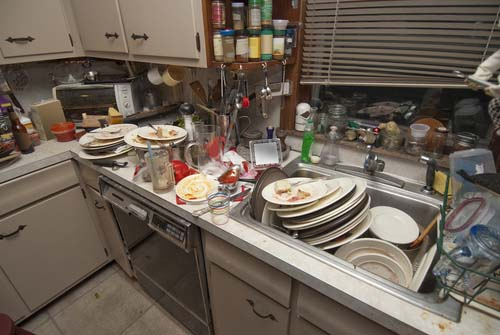 Blog Image: Can Kitchen Clutter Cause You To Eat More?